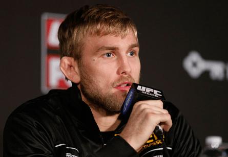 A.Gustafsson (foto) quer se aproveitar do momento de troca de campeões no UFC. Foto: Josh Hedges/UFC