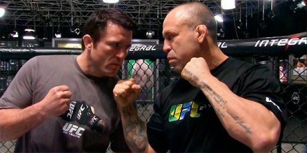 Wand (dir.) aproveitou para provocar o rival Sonnen (esq.). Foto: UFC