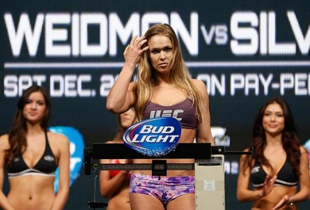 R. Rousey faz a luta principal do UFC 170. Foto: Josh Hedges/UFC