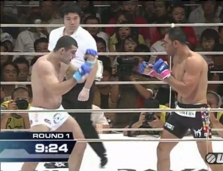 Shogun (esq.) e Minotouro (dir.) durante o combate no PRIDE. Foto: Reprodução/UFC.com