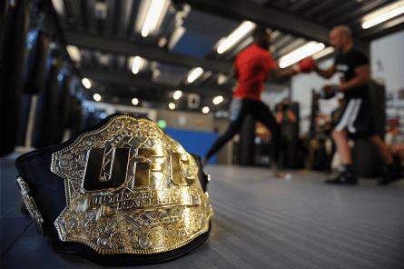 Cinturão do UFC é objeto de desejo dos lutadores. Foto: Divulgação/UFC