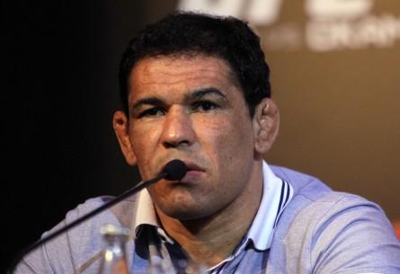 R. Minotauro (foto) luta profissionalmente desde 1999. Foto: Josh Hedges/UFC