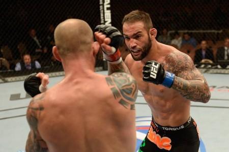 Bomba (dir.) foi derrotado no UFC 175. Foto: Divulgação/UFC
