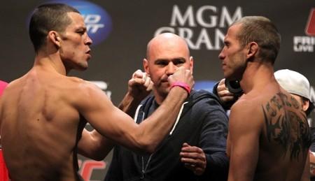 Dana (ao centro) observa encarada entre Nate (esq.) e Cerrone (dir.); duelo se estende para fora do octógono. Foto: Josh Hedges/UFC