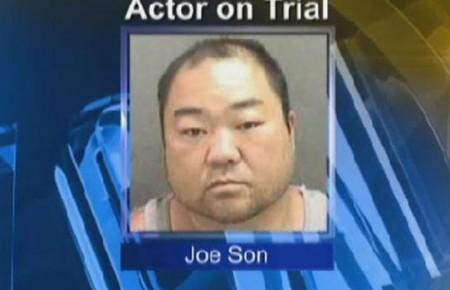"""Imprensa do EUA se refere a J. Son como """"ator"""", apesar dele só ter participado de um filme na vida. Foto: Reprodução/CBS"""