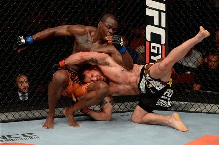 Bader queda St. Preux na luta principal do UFC FN 47. Foto: Josh Hedges/UFC