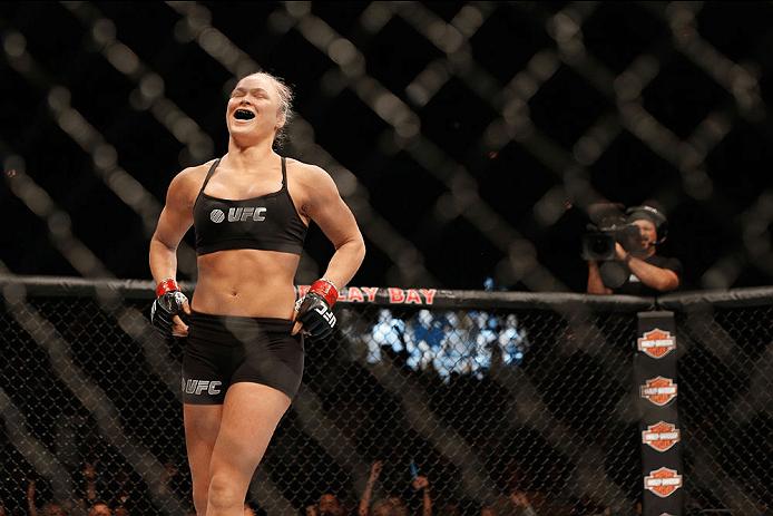 R. Rousey (foto) conseguiu mais uma finalização por chave de braço. Foto: Josh Hedges/UFC