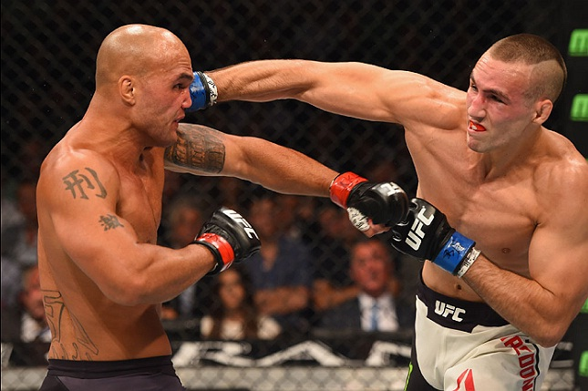 Guerra entre Lawler (esq.) e MacDonald (dir.) ganhou destaque no vídeo. Foto: Josh Hedges/UFC
