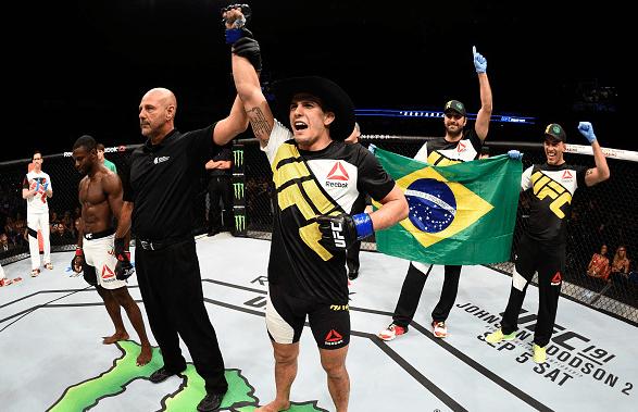Sertanejo (foto) voltou ao octógono com vitória. Foto: Jeff Bottari/UFC