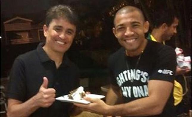 """Aldo (dir.) e Bebeto (esq.) se encontraram na """"Turma da Resenha de terça"""" do campeão do UFC. Foto: Reprodução"""