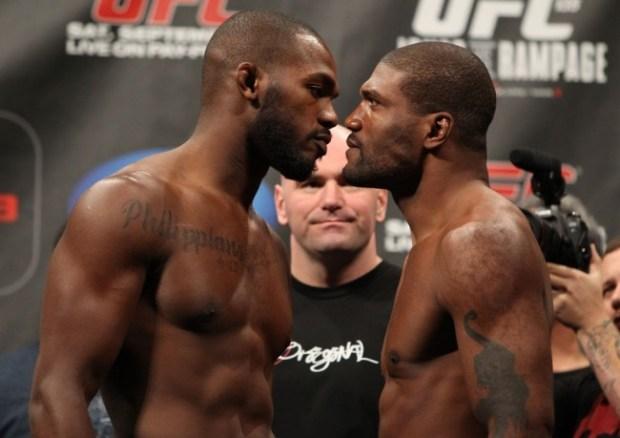Rampage (dir) fez críticas a Jones (esc). Foto: Josh Hedges/Zuffa LLC