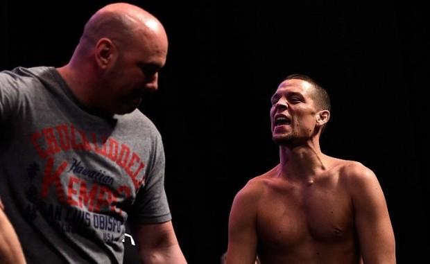Dana (esq.) quer que Nate (dir.) fique no UFC 200. Foto: Josh Hedges/UFC