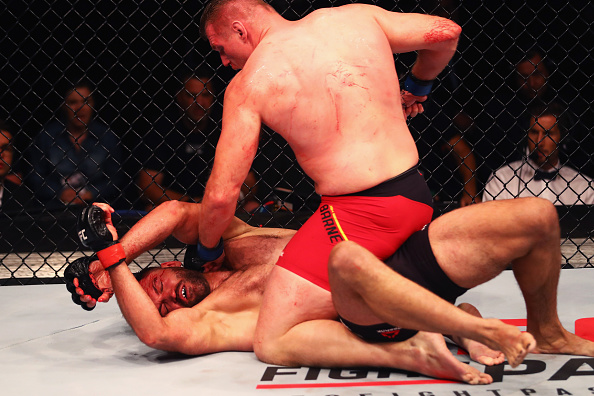 Barnett (foto) finalizou Arlovski na luta principal do UFC Hamburgo Foto: (Getty Images)