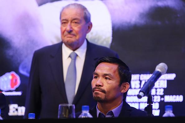 B. Arum (esq) promove lutas de M. Pacquiao (dir) (FOTO: Chris Hyde/Getty Images)