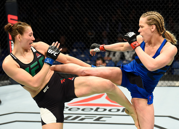 Chookagian (dir) bateu Aldana (esq) por decisão dividida (Foto: Josh Hedges/UFC)