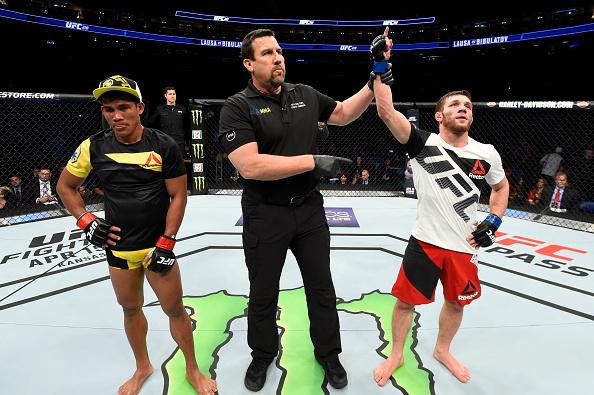 Bibulatov (dir) estreou com o pé direito no Ultimate. (Foto: Josh Hedges/UFC)