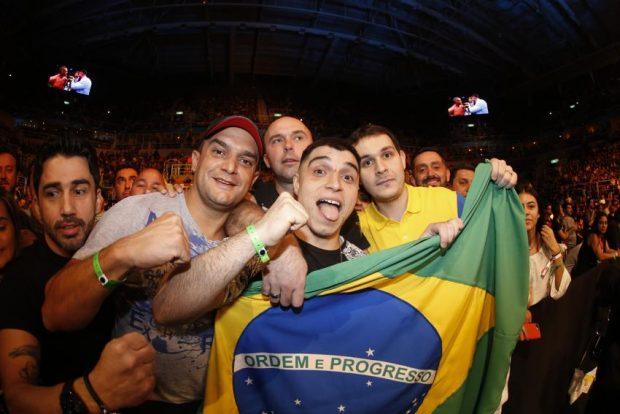 Torcida brasileira receberá o UFC em outubro (Foto: Inovafoto)