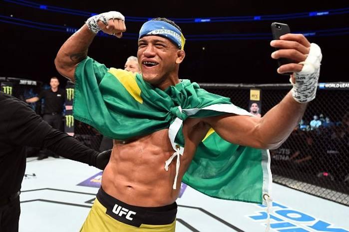 Durinho (foto) comemora vitória no UFC Pittsburgh. Foto: Reprodução / Twitter / UFC_Brasil