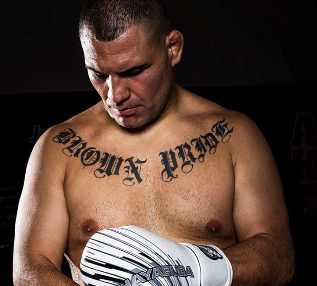 C. Velasquez (foto) fez duras críticas a J. Jones (Foto: Reprodução Facebook Cain Velasquez)