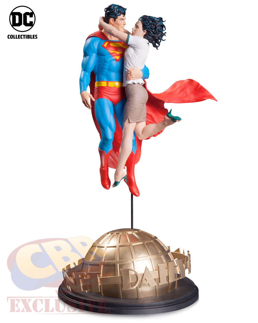 160713-lois-and-clark-statue
