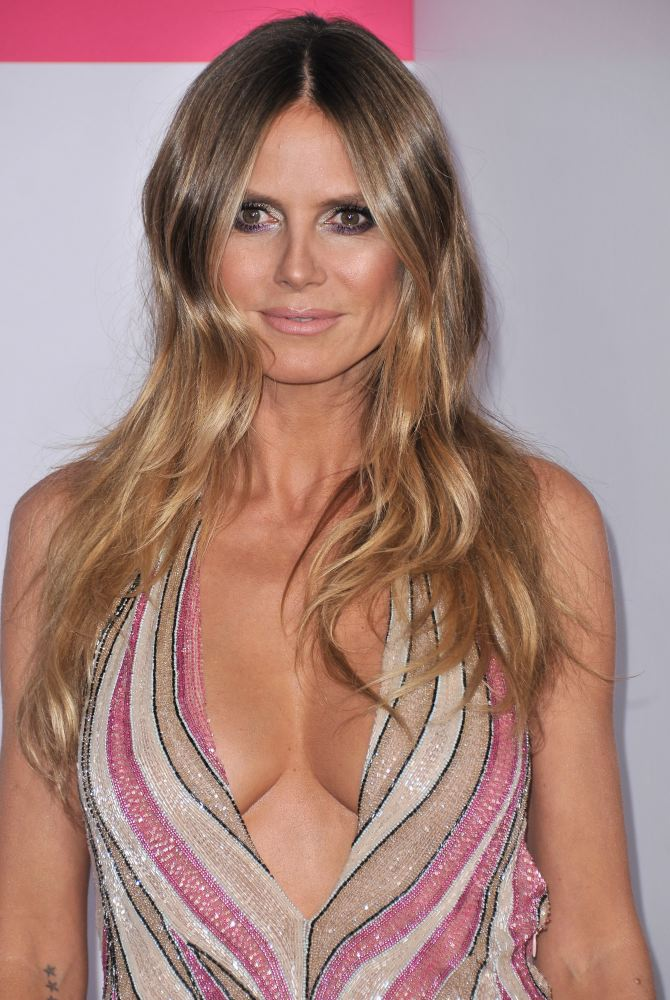 Heidi Klum at the American Music Awards, November 19 2017 [x 44]