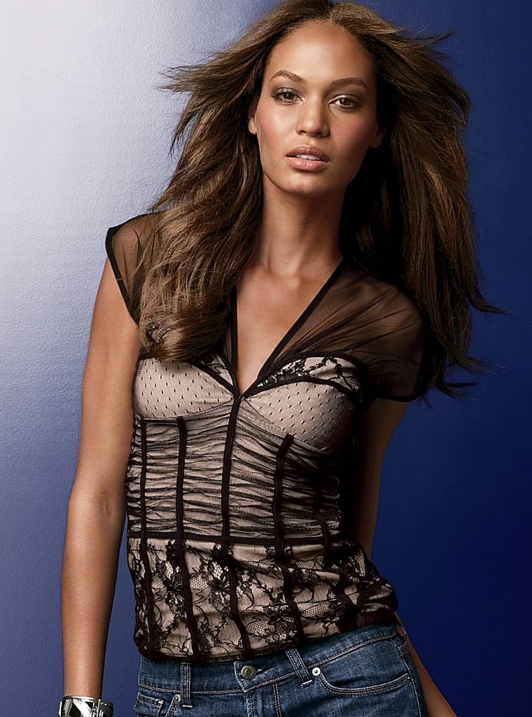 Victoria's Secret Online Catalog – Joan Smalls