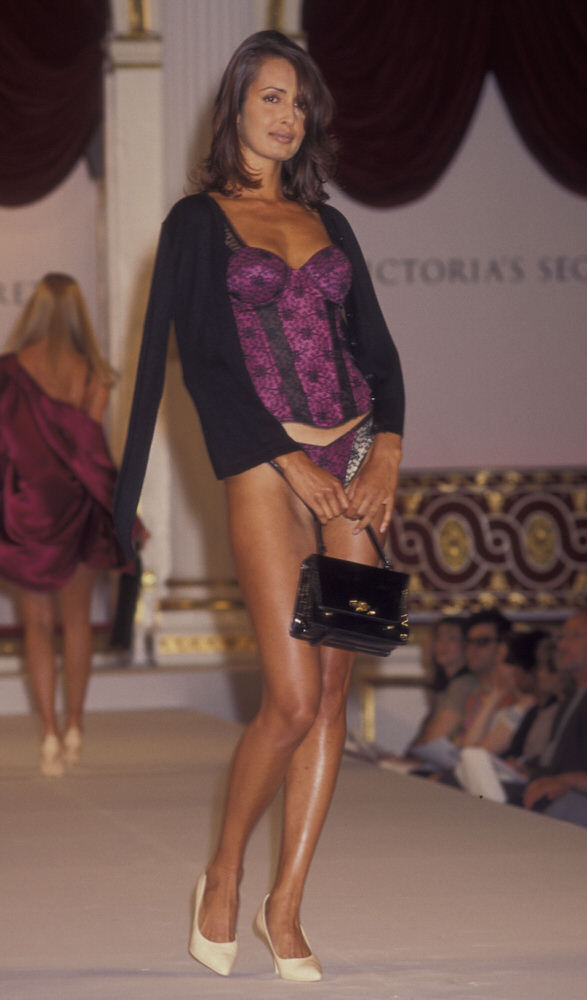 Victoria's Secret Fashion Show 1995 – Runway – Gail Elliott [x 2]