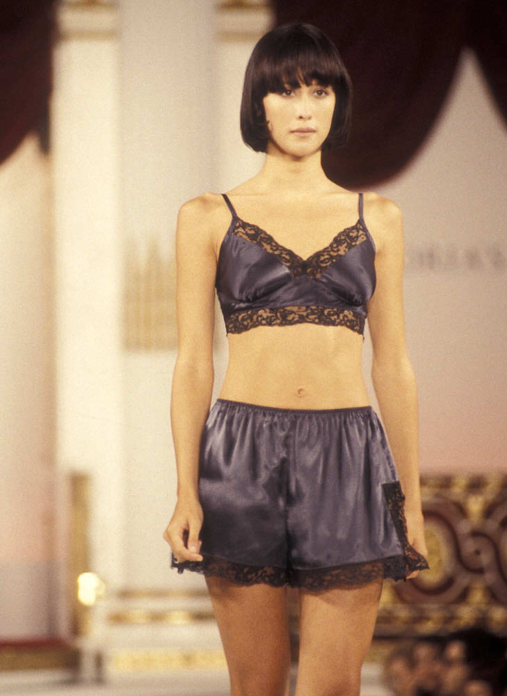 Victoria's Secret Fashion Show 1995 – Runway – Natane Adcock [x 2]