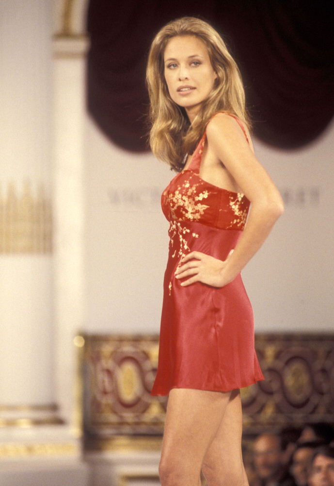 Victoria's Secret Fashion Show 1995 – Runway – Frederique van der Wal [x 5]