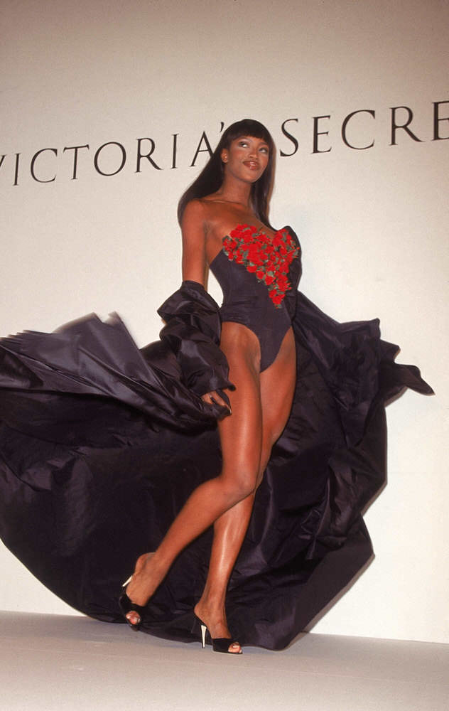 Victoria's Secret Fashion Show 1996 – Runway – Naomi Campbell [x 7]