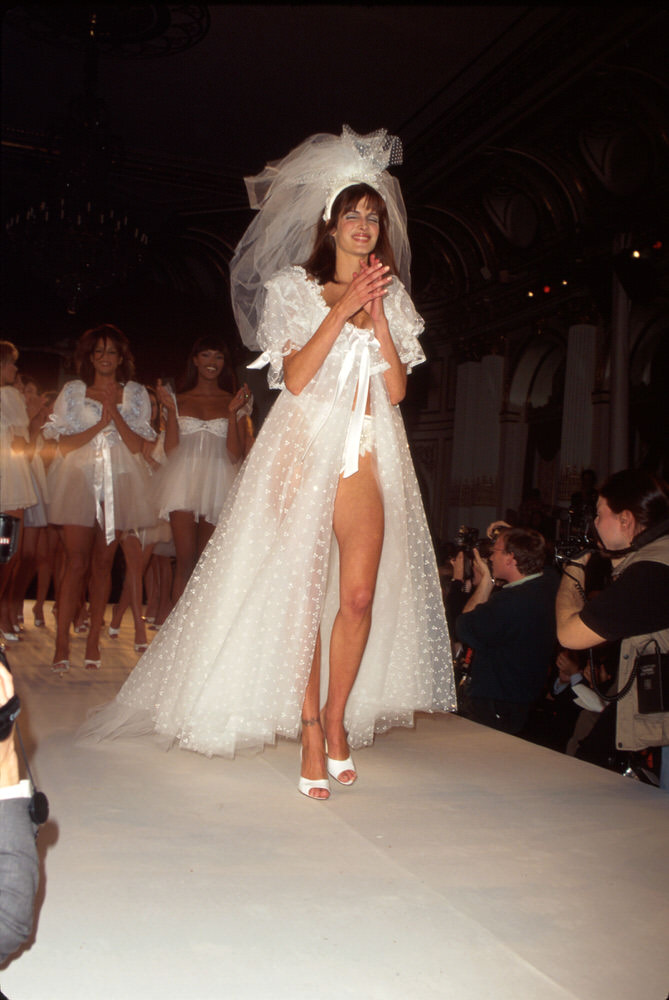 Victoria's Secret Fashion Show 1996 – Runway – Stephanie Seymour [x 8]