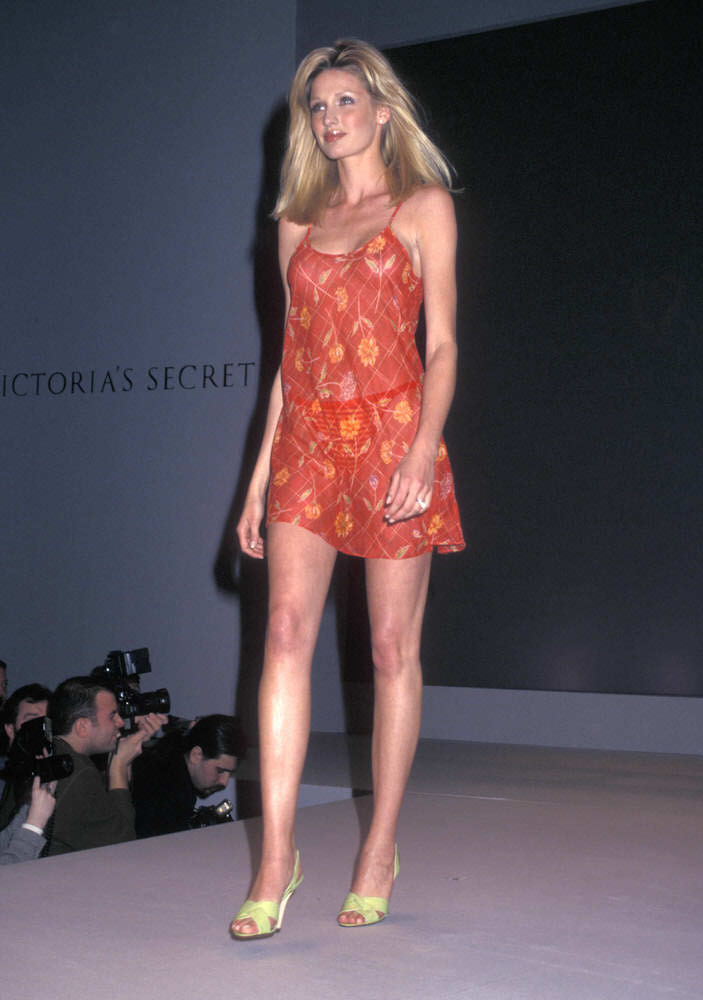 Victoria's Secret Fashion Show 1997 – Runway – Catherine McCord [x 4]