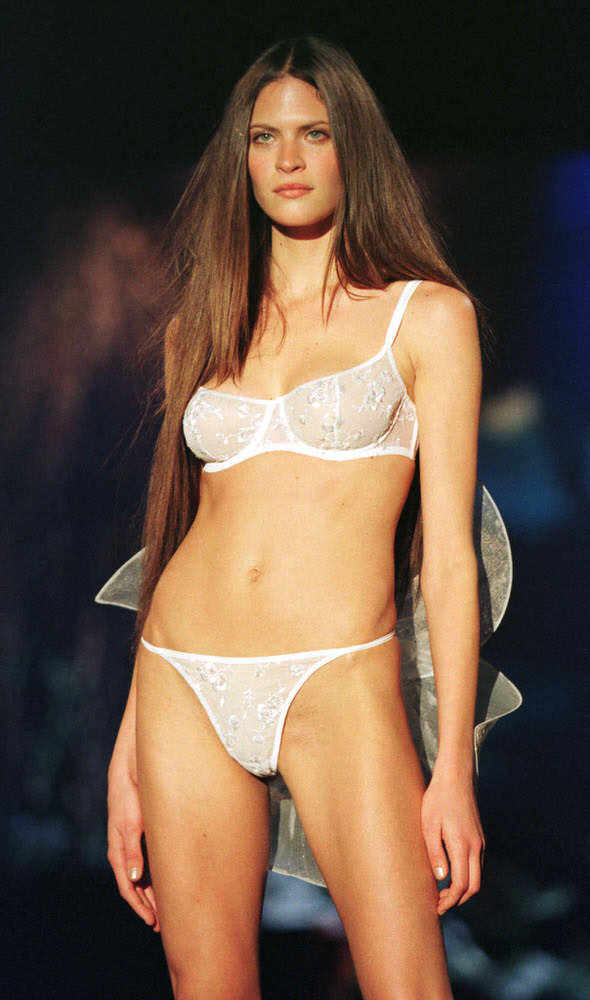 Victoria's Secret Fashion Show 1999 – Runway – Frankie Rayder [x 2]