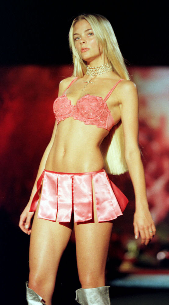 Victoria's Secret Fashion Show 1999 – Runway – Jaime King [x 1]