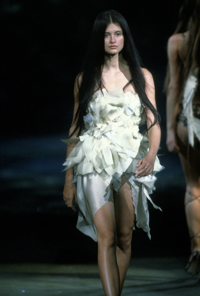 Victoria's Secret Fashion Show 1999 – Runway – Trish Goff [x 1]