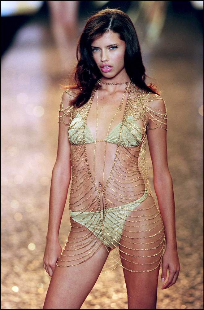 Victoria's Secret Fashion Show 2000 – Runway – Adriana Lima [x 3]
