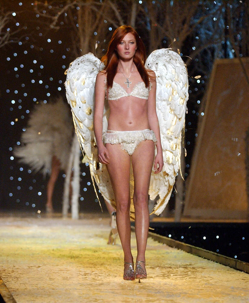 Victoria's Secret Fashion Show 2001 – Runway – Maggie Rizer [x 23]