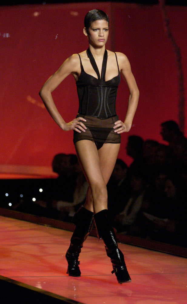 Victoria's Secret Fashion Show 2001 – Runway – Omahyra Mota [x 8]