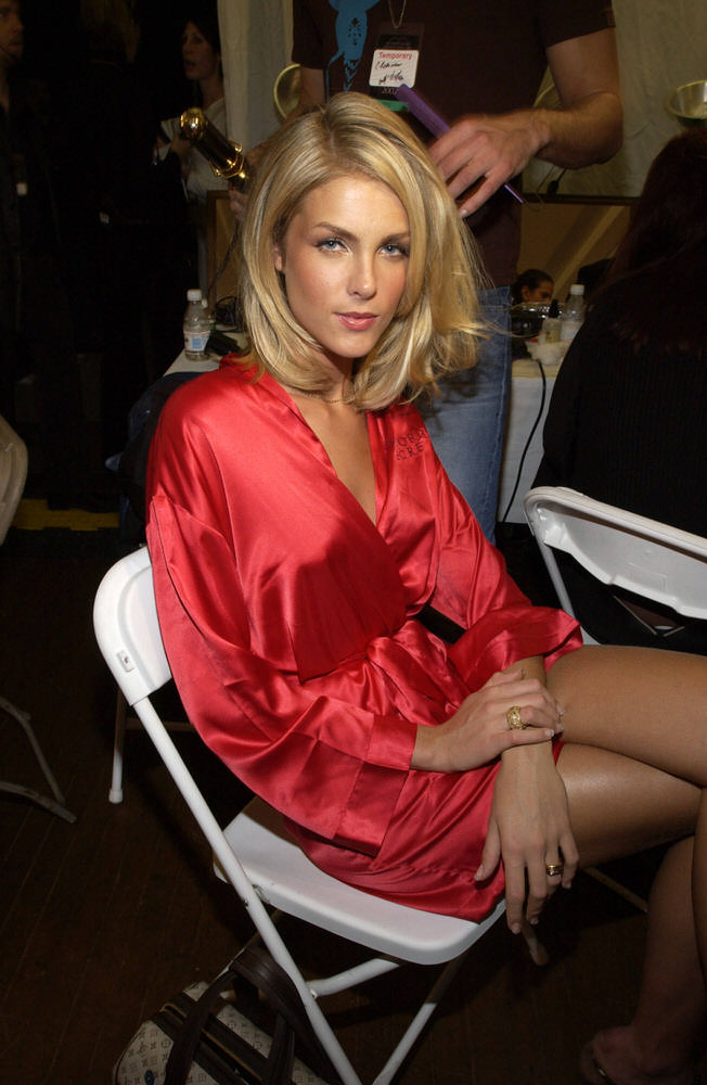 Victoria's Secret Fashion Show 2002 – Backstage – Ana Hickmann [x 4]