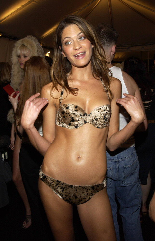 Victoria's Secret Fashion Show 2002 – Backstage – Frankie Rayder [x 5]