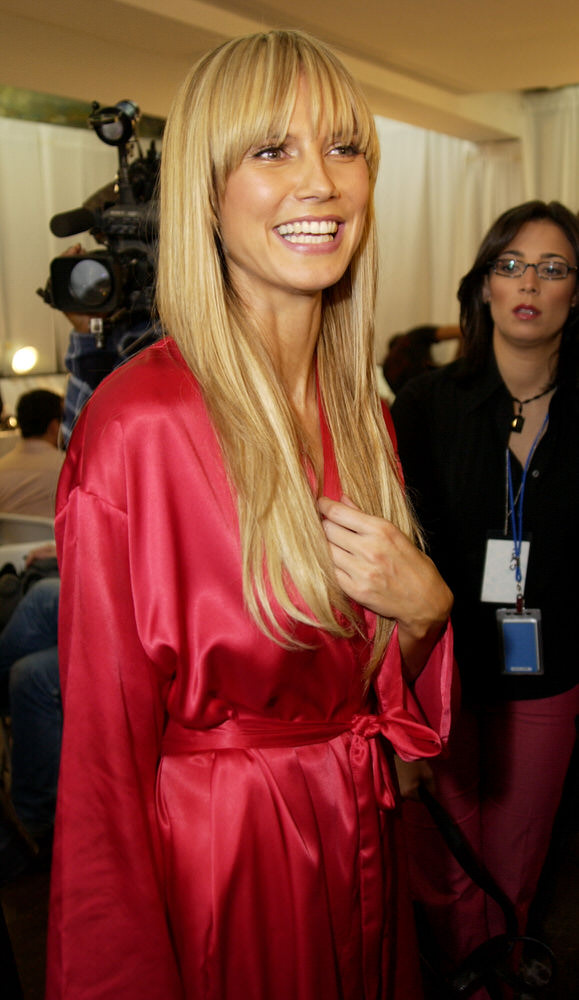 Victoria's Secret Fashion Show 2002 – Backstage – Heidi Klum [x 60]