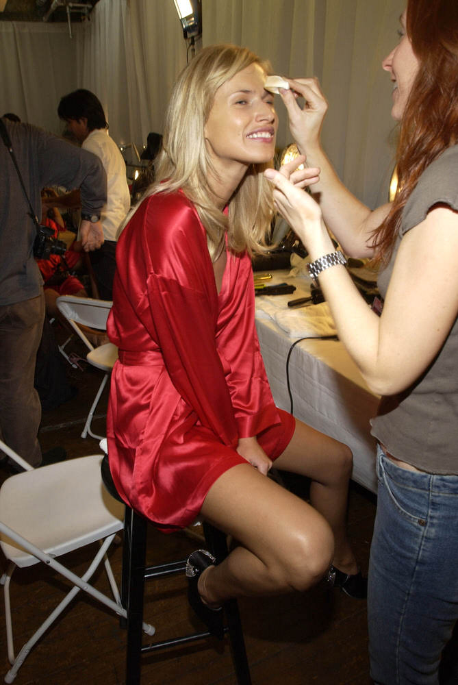 Victoria's Secret Fashion Show 2002 – Backstage – Inga Savita [x 8]