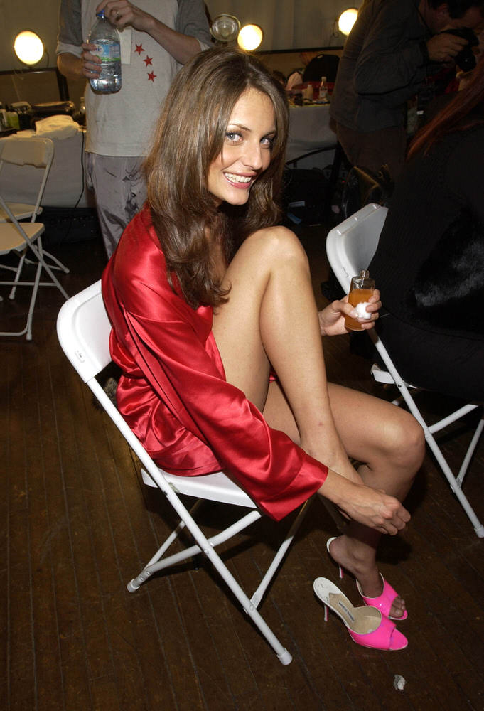 Victoria's Secret Fashion Show 2002 – Backstage – Reka Ebergenyi [x 6]