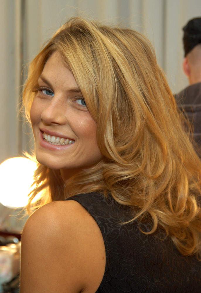 Victoria's Secret Fashion Show 2003 – Backstage – Angela Lindvall [x 26]