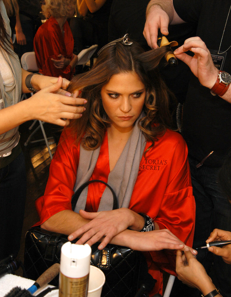 Victoria's Secret Fashion Show 2003 – Backstage – Frankie Rayder [x 6]