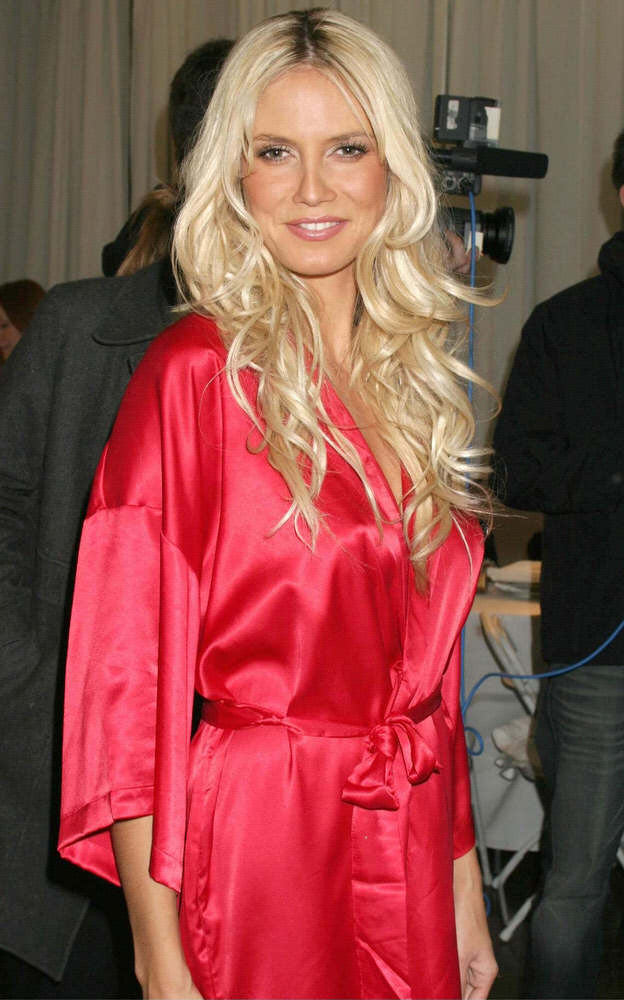 Victoria's Secret Fashion Show 2003 – Backstage – Heidi Klum [x 129]