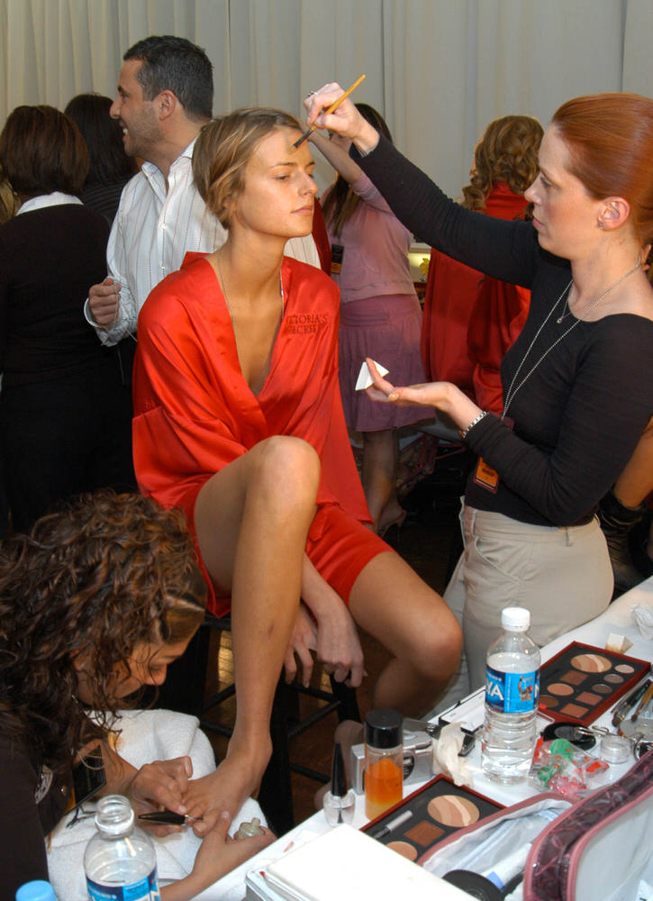 Victoria's Secret Fashion Show 2003 – Backstage – Jacquetta Wheeler [x 12]