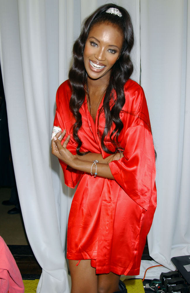 Victoria's Secret Fashion Show 2003 – Backstage – Naomi Campbell [x 30]