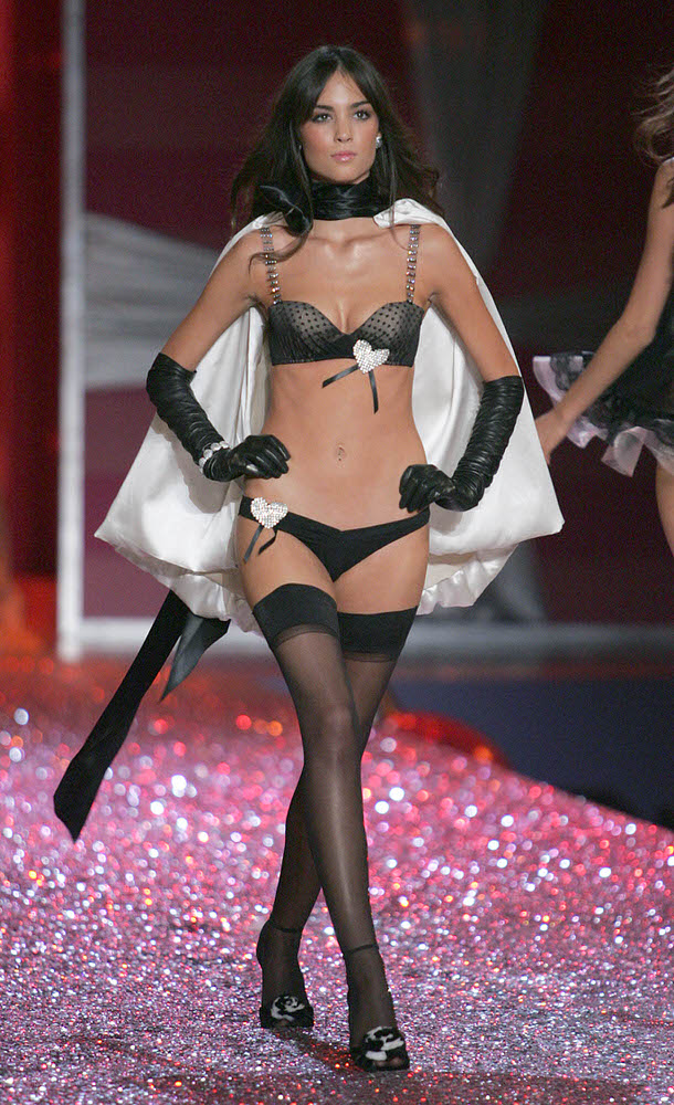 Andi Muise – 2 Sexy Shadow Dreams – Victoria's Secret Fashion Show 2005 [x 13]