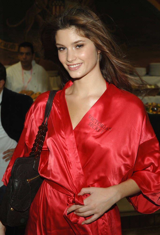 Marija Vujovic – Backstage – Victoria's Secret Fashion Show 2005 [x 6]